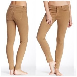 J BRAND | Mid Rise Skinny Jeans in Moccasin